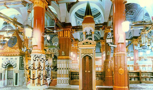 Тысячи мусульман стекаются в Мечеть Пророка